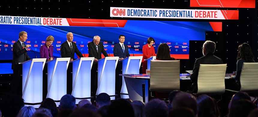 Democratic presidential candidates speak during the seventh Democratic primary debate of the 2020 presidential campaign season, co-hosted by CNN and the Des Moines Register in Des Moines, Iowa on Jan. 14, 2020. (photo: Robyn Beck/AFP/Getty Images)