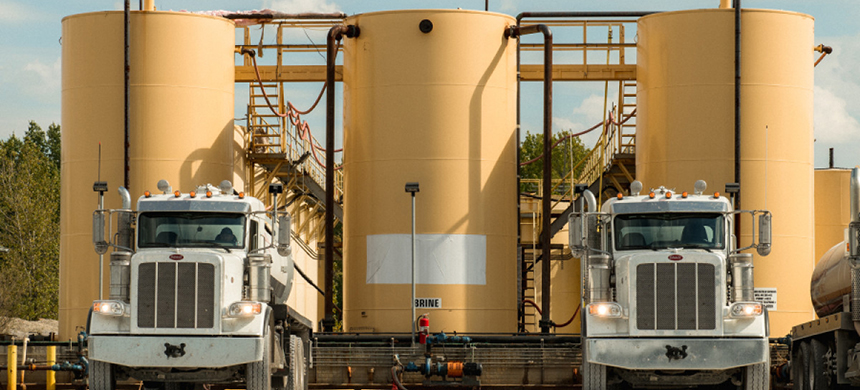 Brine trucks at an Injection well in Cambridge, OH. (photo: George Etheredge/Rolling Stone)