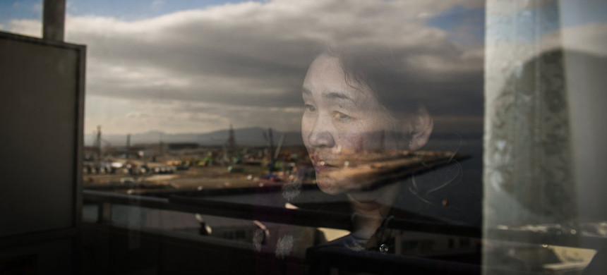 Satsuki Kanno lives across the bay from a coal-burning power plant under construction in Yokosuka, Japan. (photo: Noriko Hayashi/The New York Times)