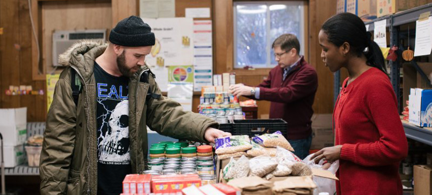 Food pantries like this one in Chicago could see a spike in visits as tens of thousands of Cook County residents are at risk of losing food stamps. (photo: Alyssa Schukar/Greater Chicago Food Depository)