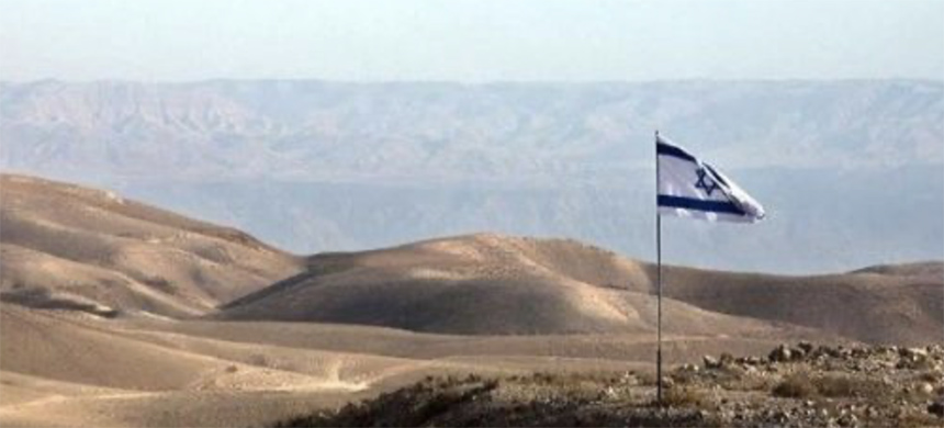 An Israeli flag flies on a hill outside the Jewish settlement of Kfar Adumim in the West Bank, south of Jerusalem and overlooking the Jordan Valley. (photo: EFE)