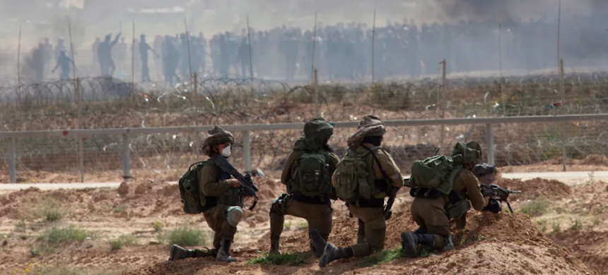 Israeli snipers on the Gaza border. (photo: Eliyahu Hershkovitz/Haaretz)