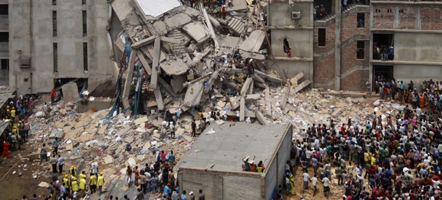 The Rana Plaza building collapse in Dhaka, Bangladesh, on April 24, 2013. (photo: Wikimedia Commons)