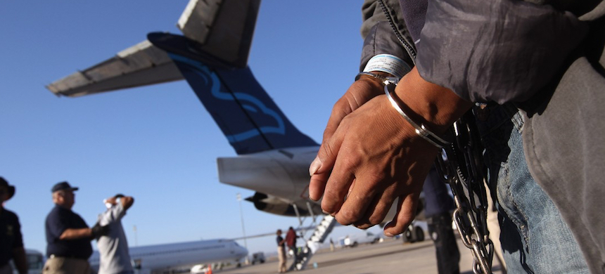 Federal immigration officials have long transported detainees across America by air. (photo: CNN)