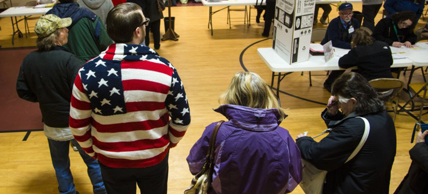 Voters in Milwaukee County cast ballots in the primary election in April 2016. The coronavirus pandemic has made in-person voting this year perilous. (photo: Darren Hauck/Getty Images)