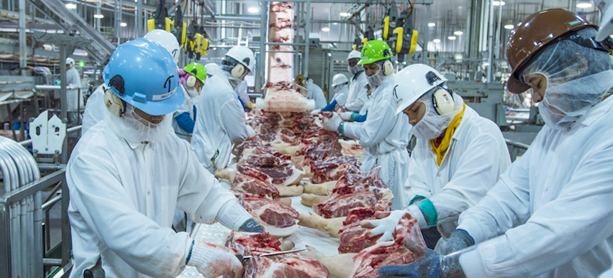 Companies that added protections, such as enhanced cleaning or spacing out workers, say the moves are further slowing meat production. (photo: Agri-Pulse)