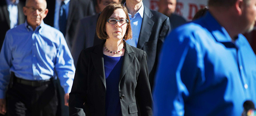 Oregon Gov. Kate Brown in 2015. Brown recently signed an executive order to prevent debt collectors from seizing federal stimulus checks. (photo: Scott Olson/Getty Images)