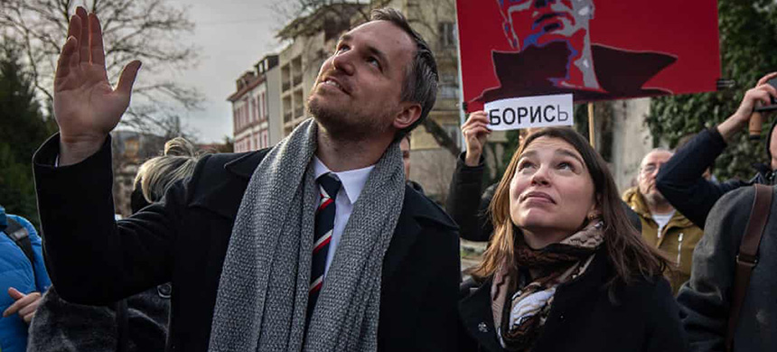 Zdeněk Hřib at the renaming of a Prague square after the slain Russian opposition politician Boris Nemtsov, whose daughter is alongside him. (photo: Getty Images)