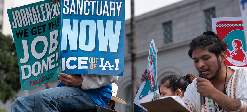 Immigration advocates rally for against ICE. (photo: NURPHOTO)