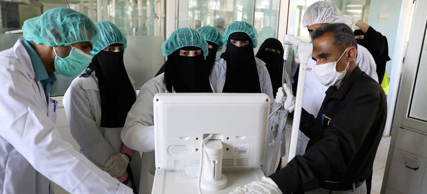 Nurses receive training on using ventilators, recently provided by the World Health Organization at the intensive care ward of a hospital allocated for novel coronavirus patients, in Sanaa, Yemen April 8, 2020. (photo: Khaled Abdullah/Reuters)