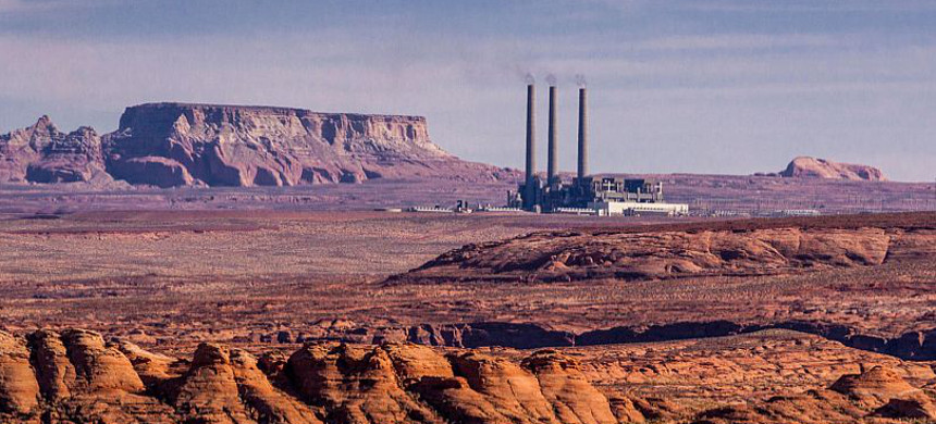 Navajo Generating Station, a 2250 megawatt coal-fired power plant located on the Navajo Indian Reservation near Page, Arizona. (photo: Janice and Nolan Braud/Alamy)