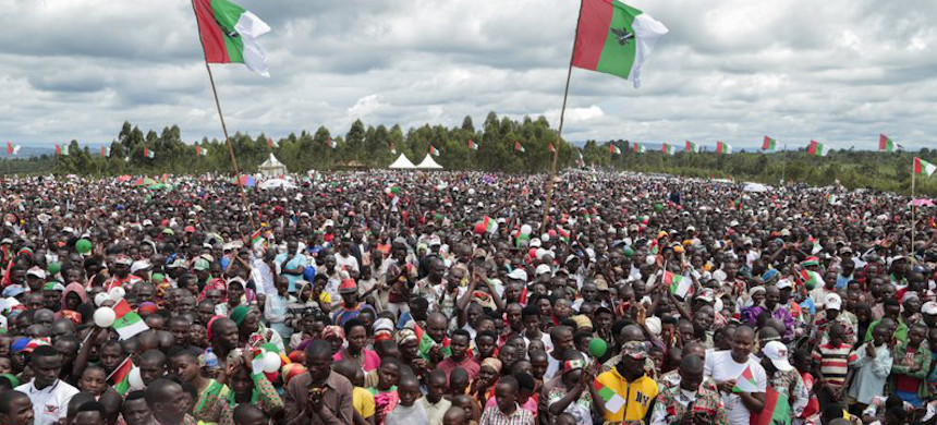 Crowds of supporters of the ruling party gather for the start of the election campaign, in Bugendana, Gitega province, Burundi. (photo: Berthier Mugiraneza/AP)