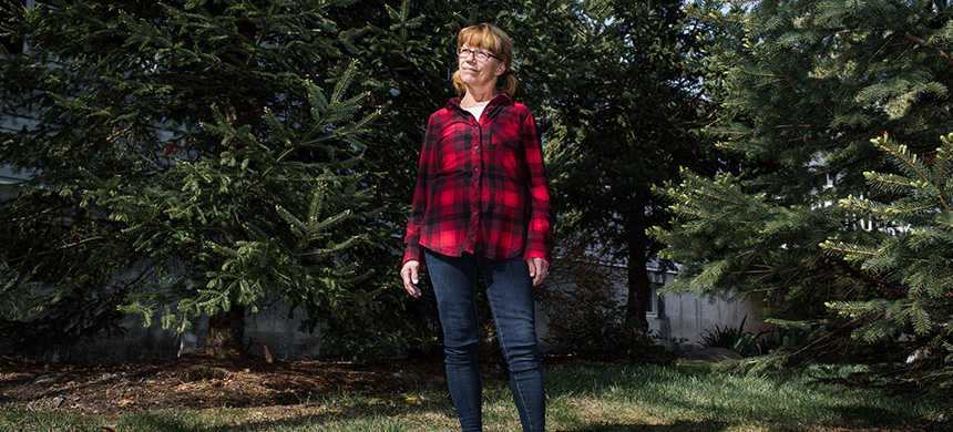 Therese Kelly, a longtime Amazon employee, said many safety measures were not followed at the warehouse in Hazle Township, PA. She tested positive for Covid-19. (photo: Michelle Gustafson/NYT)