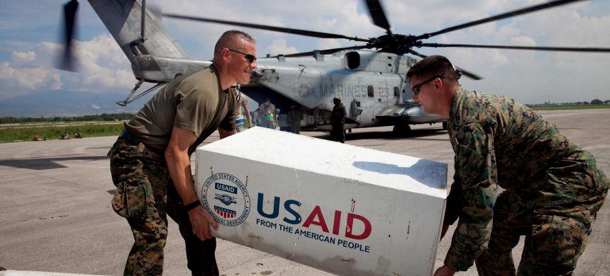 Marines unload boxes from USAID. (photo: Carolyn Kaster)