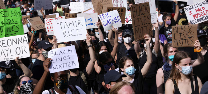 Protest against police abuse. (photo: Caitlin Ochs/Reuters)
