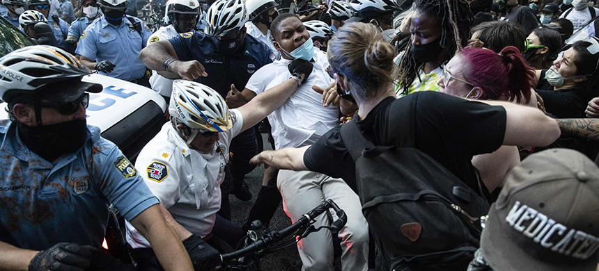 Police and protesters clash on 30 May in Philadelphia, during a demonstration over the death of George Floyd. (photo: Matt Rourke/AP)