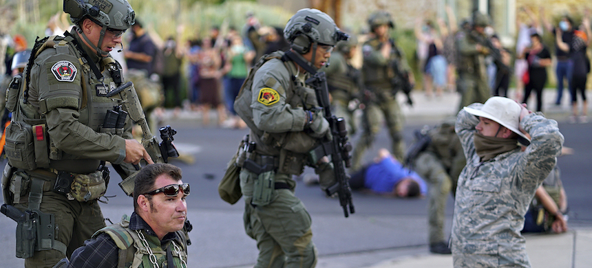 A man was shot during a protest in Albuquerque on June 15 while a crowd attempted to pull down a statue of conquistador Juan de Oñate. (photo: Adolphe Pierre-Louis/AP)