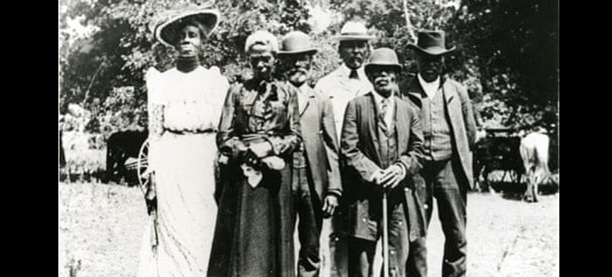 Celebrants dressed to hear speeches during a 1900 Juneteenth celebration in Texas. (photo: Austin Public)