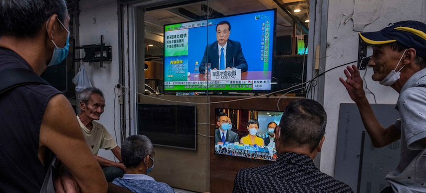 News broadcasts in Hong Kong about China's plan to impose national security legislation. (photo: Lam Yik Fei/NYT)
