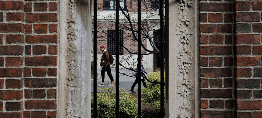 Students and pedestrians walk through the Yard at Harvard University. (photo: Brian Snyder/Reuters)