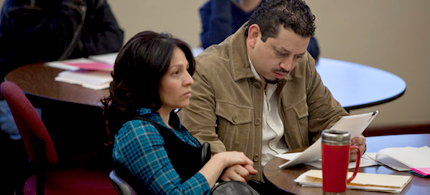 Norma Canales and Saul Valdez attend a do-it-yourself foreclusore workshop in Albuquerque, New Mexico, 02/02/11 (photo: Mark Holm/NYT)