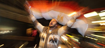 A man waves an Egyptian flag from a car while celebrating the resignation of Egypt's President Hosni Mubarak in London, 02/11/11. (photo: Luke MacGregor/Reuters)