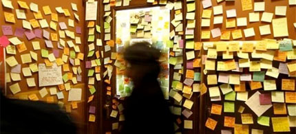 The entrance to Democratic Rep. Brett Hulsey's office, covered in notes of support at the Capitol in Madison, Wisconsin, 02/26/11. (photo: John Hart/Wisconsin State Journal/AP)