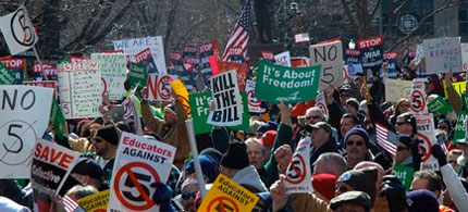 Protesters rally against Bill 5 in Ohio, 03/02/11. (photo: Ohio AFL-CIO)