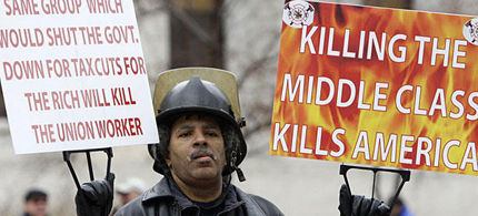 Walter Hudson, of Toledo, protests against Senate Bill 5 at the Ohio statehouse, 03/30/11. (photo: Jay LaPrete/AP)