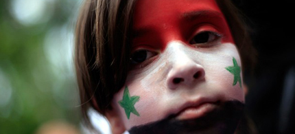 A girl wears a Syrian flag painted on her face during a demonstration against Syria's President Bashar al-Assad outside the country's embassy in London, 05/07/11. (photo: Andrew Winning/Reuters)