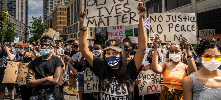 Protesters outside the Minneapolis 1st Police precinct during a demonstration against police brutality and racism in Minneapolis, Minnesota, on Saturday. (photo: Kerem Yucel/Getty)