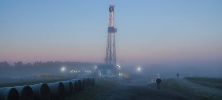 A hydro fracking tower used for gas drilling in Pennsylvania. (photo: Alamy)
