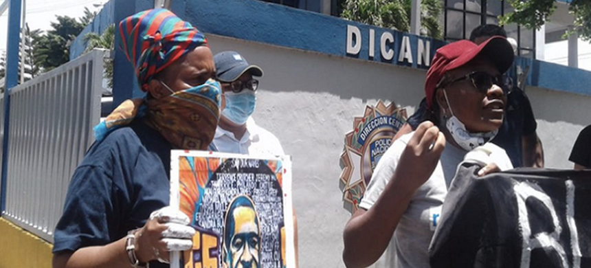 Ana Maria Belique leading a demonstration in Santo Domingo, Dominican Republic, June 9, 2020. (photo: @mzapete/Twitter)