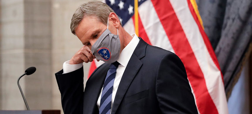 Tennessee Gov. Bill Lee (R) removes his face mask July 1 as he begins a news conference in Nashville. (photo: Mark Humphrey/AP)