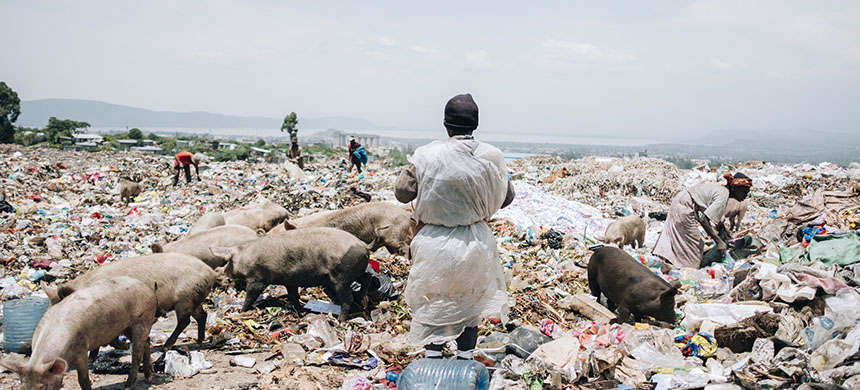 A dump in Nakuru, Kenya. A trade group is pushing United States trade negotiators to demand a reversal of the country's strict limits on plastics. (photo: Khadija M. Farah/NYT)