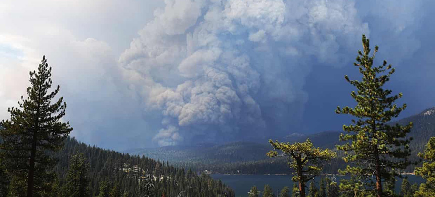 Plumes of smoke rise into the sky as a wildfire burns on the hills near Shaver Lake. (photo: Eric Paul Zamora/AP)
