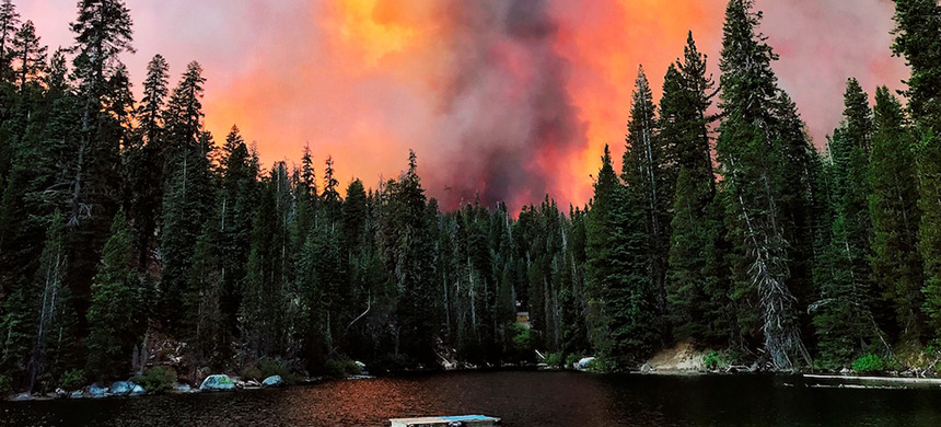 Smoke from the Creek Fire billows beyond a ridge as seen Sept. 5 from Huntington Lake, Calif. (photo: Eric Paul Zamora/Fresno Bee/AP)