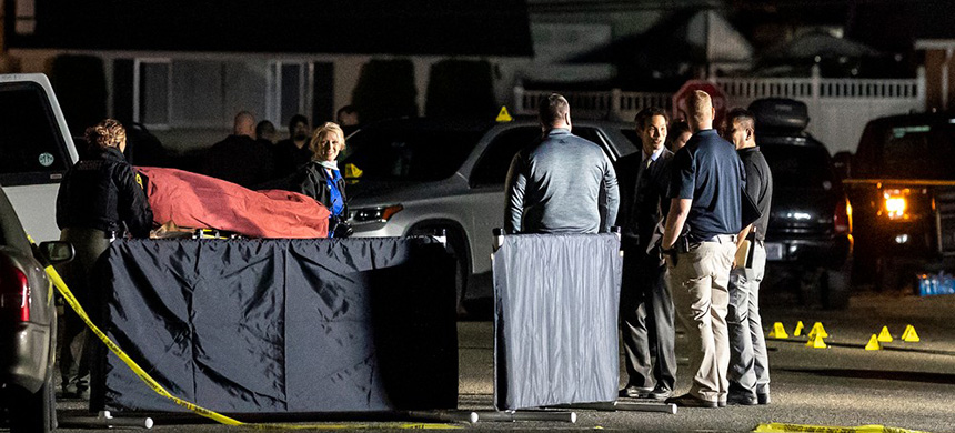 Investigators move the body of Michael Forest Reinoehl after he was shot and killed by law enforcement on September 3, 2020 in Lacey, Washington. (photo: Nathan Howard/Getty Images)