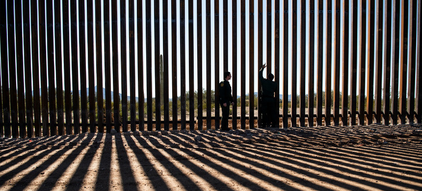 U.S. Border Patrol agents look at the border fence construction in the Organ Pipe Cactus National Monument in Lukeville, Arizona, Jan. 7, 2020. (photo: Carolyn Van Houten/Getty)