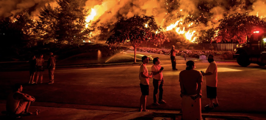 Residents of Azusa watching the Ranch 2 Fire. (photo: Meridith Kohut/NYT)