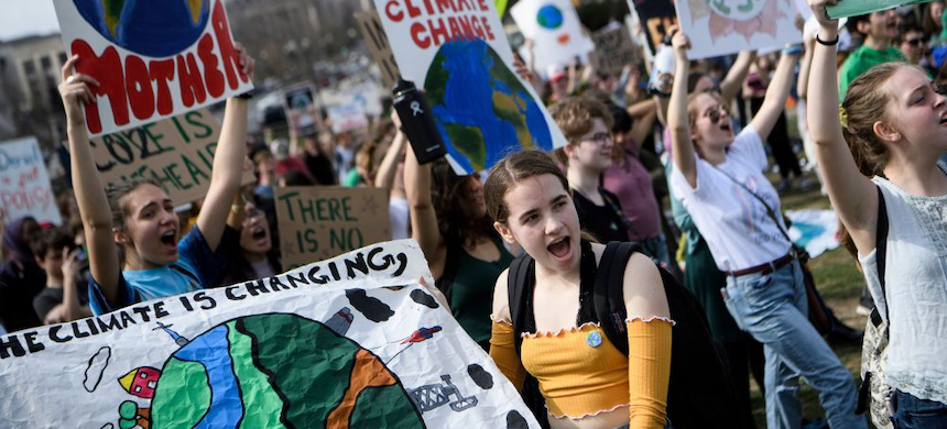 Activists during a youth climate rally in Washington, D.C. (photo: Brendan Smialowski/Getty Images)
