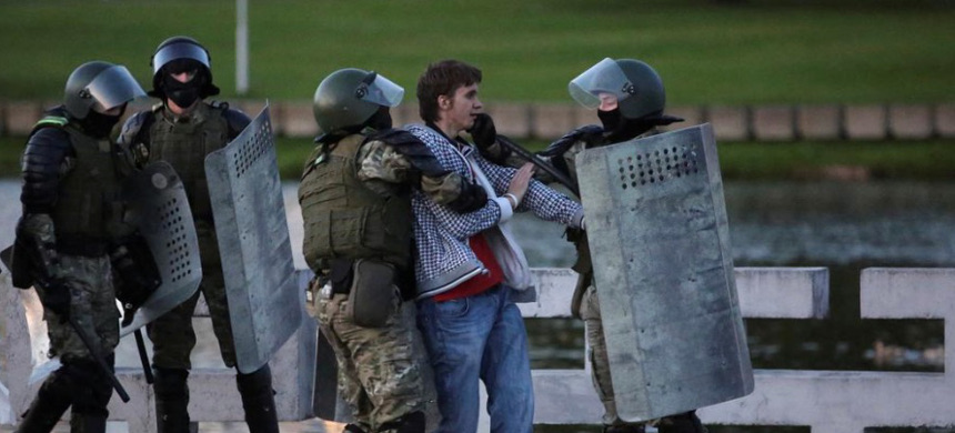 Belarusian law enforcement officers detain a man during an opposition protest against the inauguration of President Alexander Lukashenko in Minsk, Belarus September 23, 2020. (photo: Reuters)