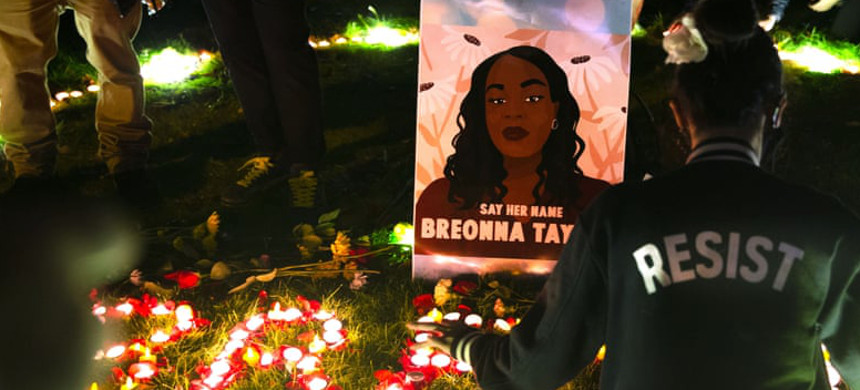 Protesters light candles and lay flowers outside the federal courthouse in remembrance of Breonna Taylor in Seattle, Washington. (photo: Karen Ducey/Shutterstock)