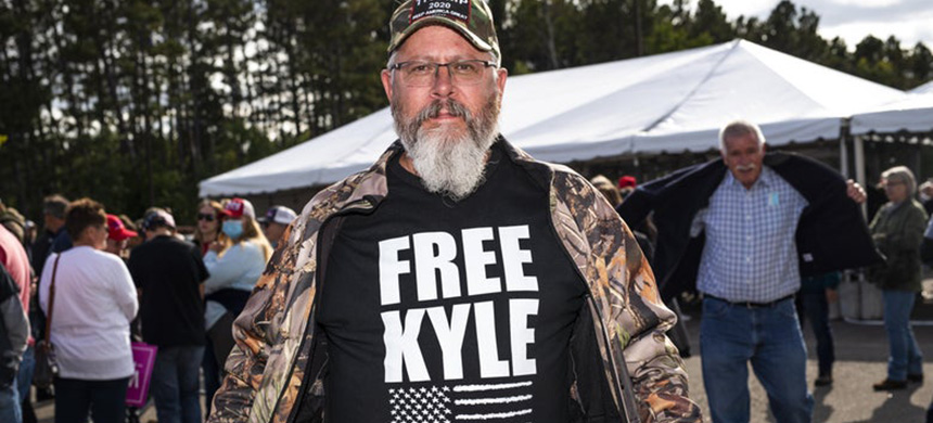 A Kyle Rittenhouse supporter at a rally for Donald Trump on Sept. 18 in Bemidji, Minnesota. (photo: Stephen Maturen/Getty Images)