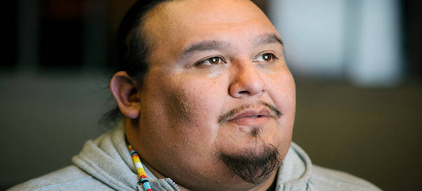 Guy Reiter, executive director of grassroots Native group Menikanaehkem, uses digital tools and information to assist voters on the reservation of the Menominee Indian Tribe of Wisconsin. (photo: Earth Justice)
