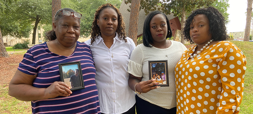 Harvey Hill's family: Mother Betty Hill and sisters Ella Anderson, Katrina Nettles and Cassandra Hill. They say the jail didn't disclose Hill's beating. (photo: Linda So/Reuters)