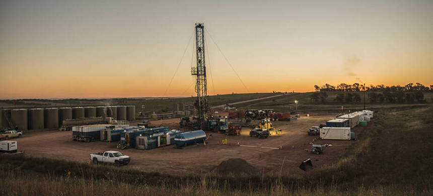 Activity at a Bakken oil well pad south of Watford City, North Dakota. (photo: William Campbell/Corbis/Getty Images)