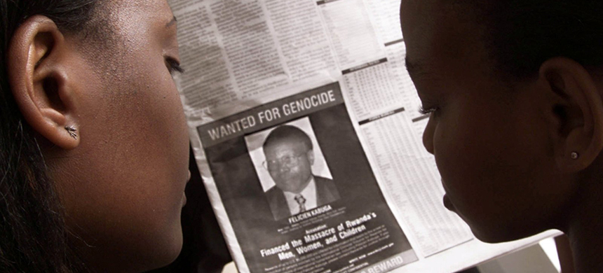 Readers look at a newspaper carrying the photograph of Rwandan Felicien Kabuga wanted by the United States in Nairobi, Kenya, June 12, 2002. (photo: Reuters)