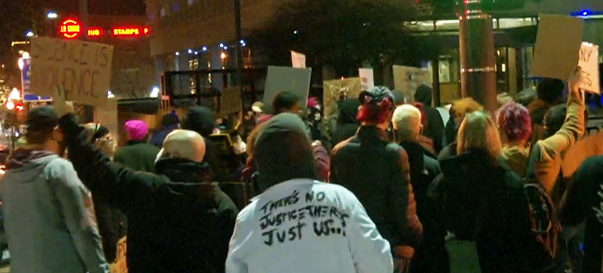 People protest in Omaha, Neb., following the police shooting of Kenneth Jones on Thursday. (photo: WOWT)
