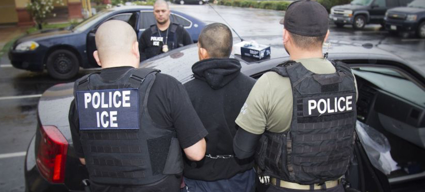 Immigration and Customs Enforcement agents make an arrest. (photo: Charles Reed/AP)
